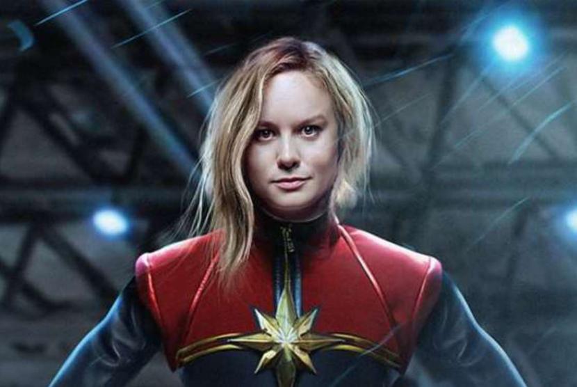 Brie Larson berperan sebagai Captain Marvel.
