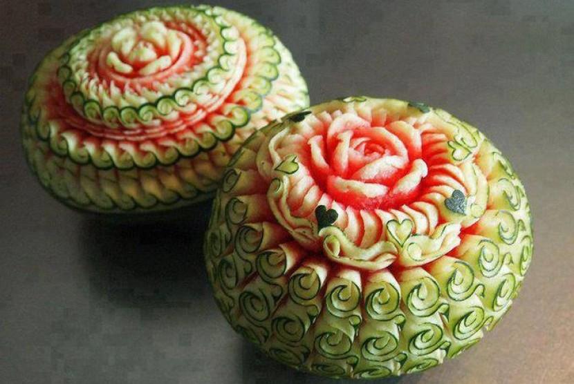 Buah semangka yang diukir