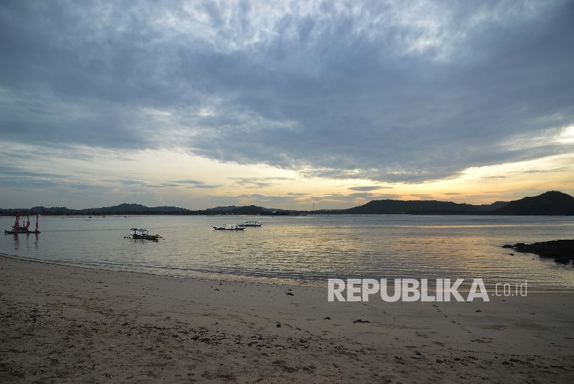Bukit Merese Tanjung Aan, Lombok, NTB, Jumat (27/1). Mandalika, Wisata Syariah
