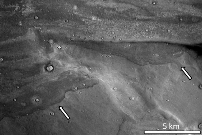 Bukti yang diduga bekas tsunami di Mars.