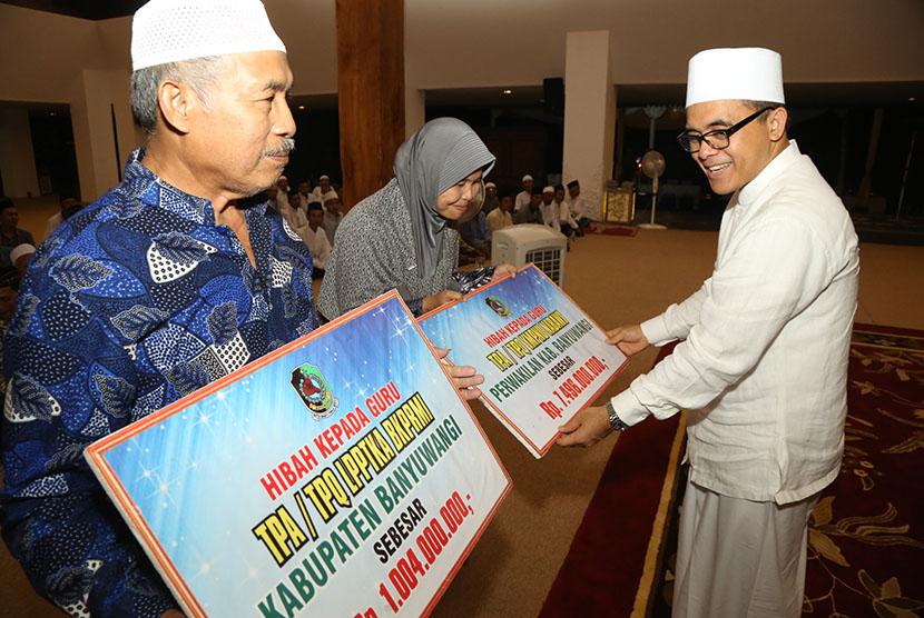 500 Guru Ngaji Dapat Bingkisan Sembako dari Baznas Bangkalan