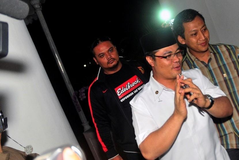 Bupati Garut, Aceng HM Fikri (tengah)