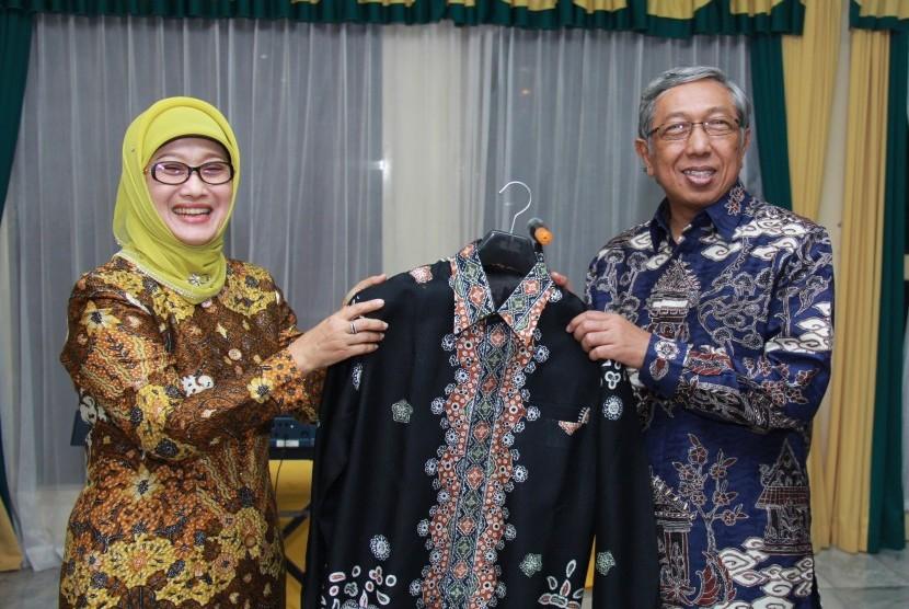 Batik 'Bokong Semar' Indramayu Rambah Pasar