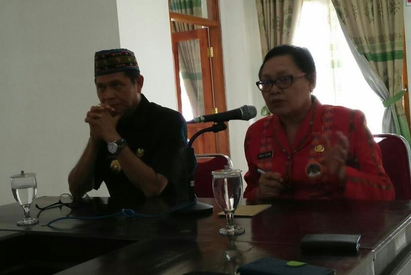 Bupati & wakil bupati manggarai barat menyimak paparan tim ahli dari FEM IPB