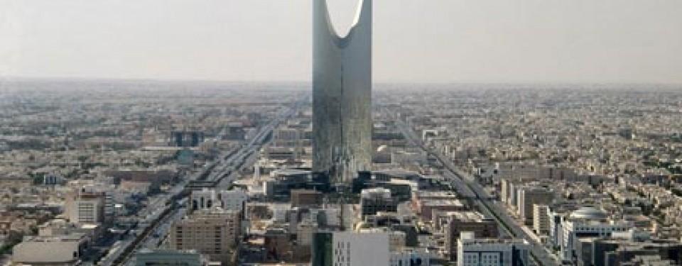 Dua menara lambang kemegahan riyadh republika online for Burj al mamlakah
