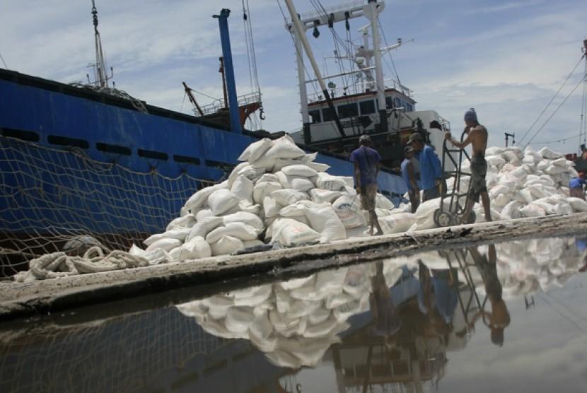 Revitalisasi Pelabuhan Cirebon Dimulai 2018