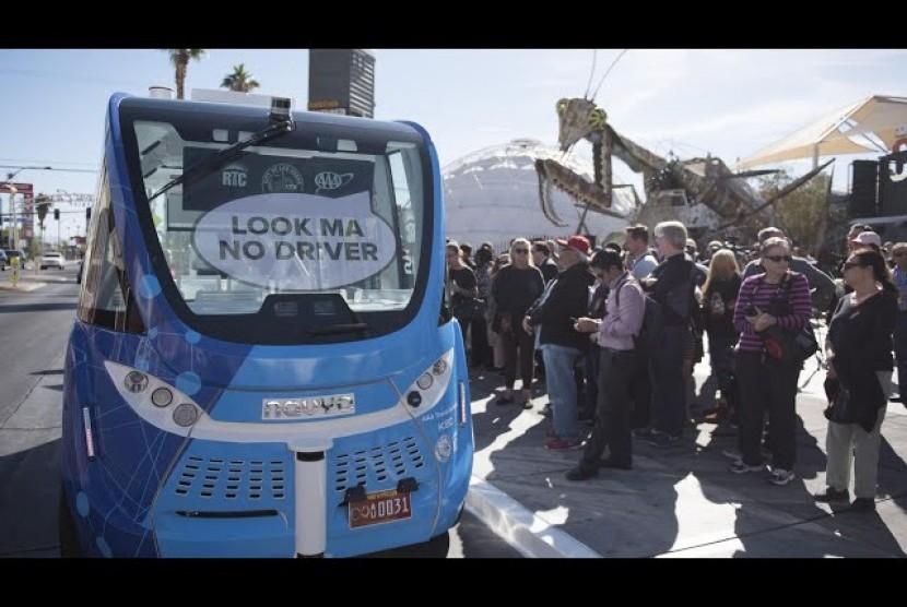 Bus Antar-Jemput tanpa Sopir Alami Kecelakaan di Las Vegas