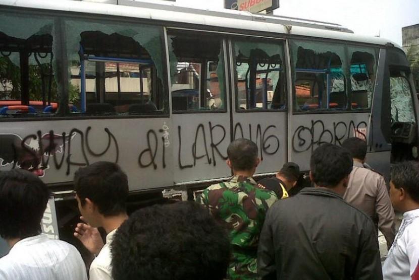 Bus Transjakarta diamuk massa
