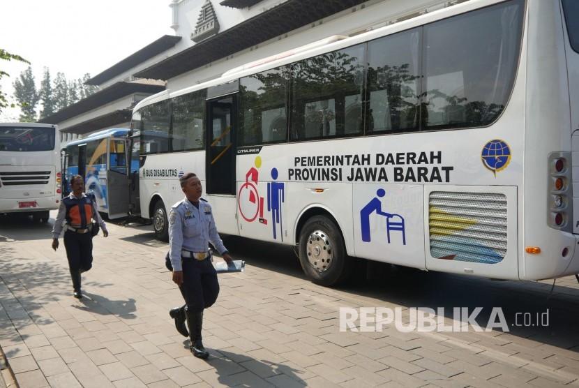 Bus untuk penyandang disabilitas bantuan Provinsi Jawa Barat