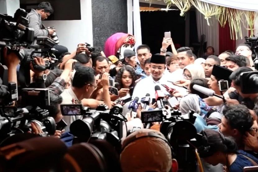 Calon gubernur DKI Jakarta Anies Baswedan bertemu sejumlah wartawan usai melakukan pencoblosan pilkada Jakarta.