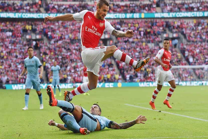Arsenal Resmi Perpanjang Kontrak Calum Chambers