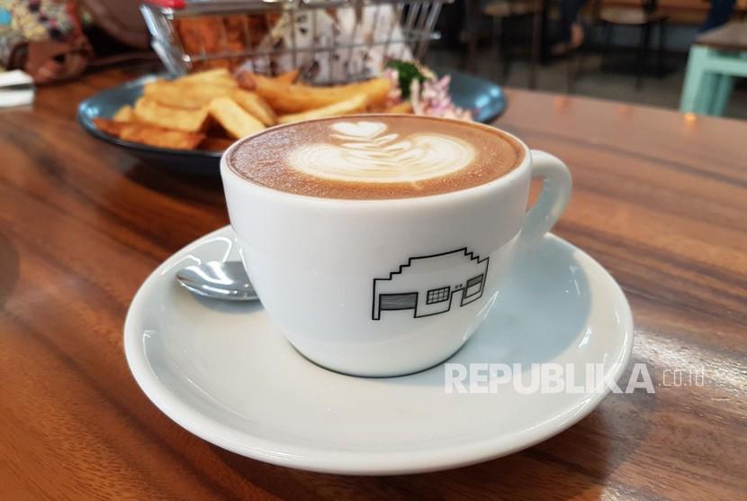 Cappuccino, menu andalan dan terlaris dari kelas di coffee house St. Ali Family Jakarta.