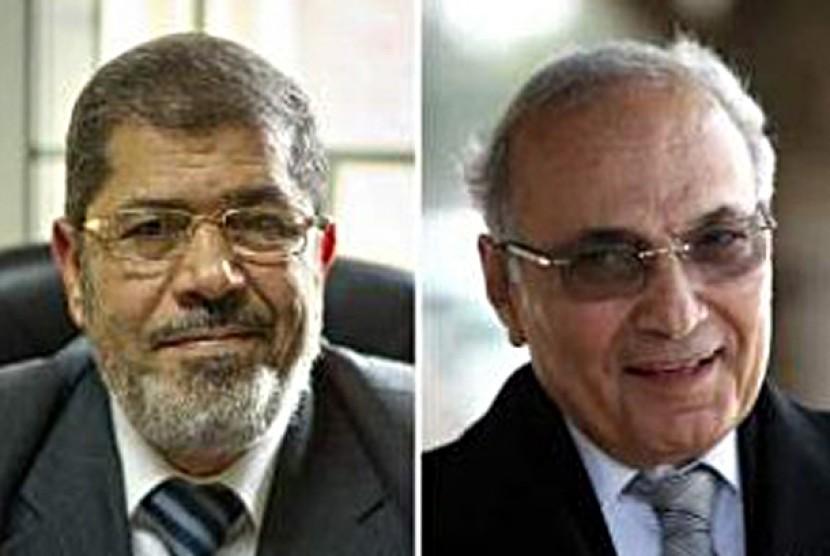 Capres Mesir Dr Mohamed Moursi (60) dan  Jenderal (Purn) Ahmed Shafik (70)