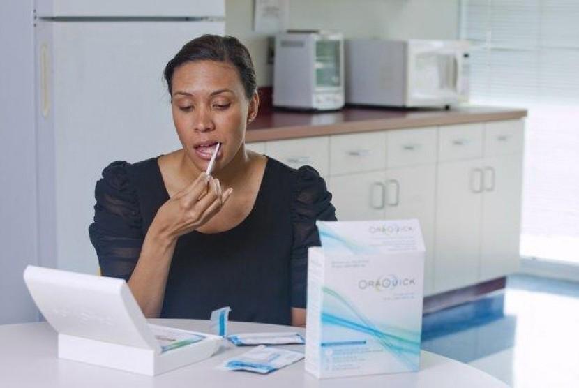 Cara melakukan tes mandiri infeksi HIV di rumah.