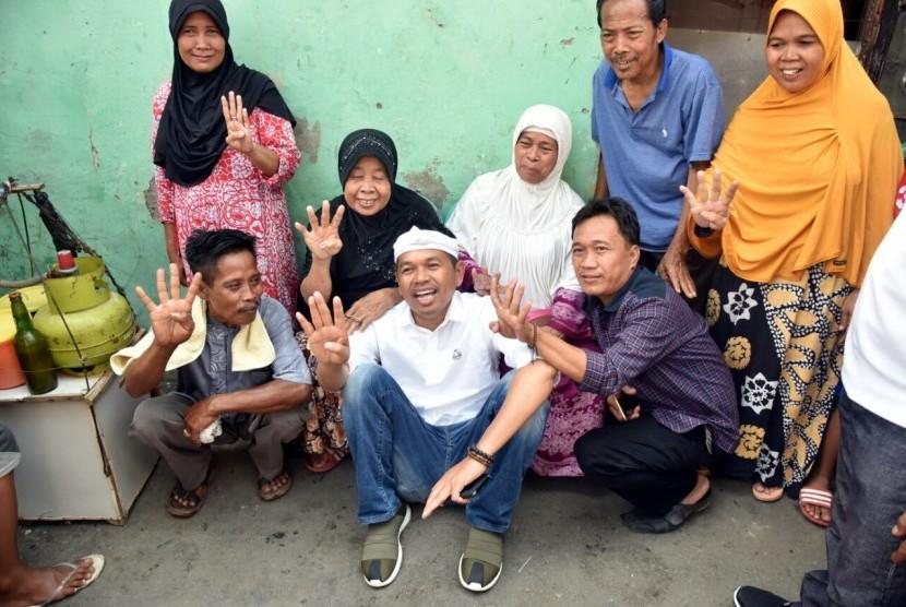 Cawagub Jabar Dedi Mulyadi bersama masyarakat Bekasi, Senin (19/3)