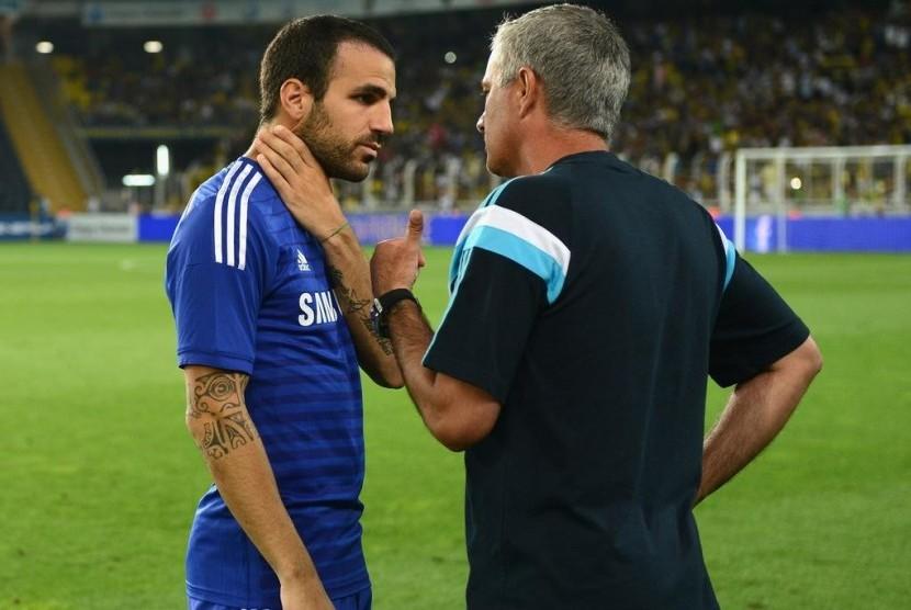 Cecs Fabregas dan Jose Mourinho.