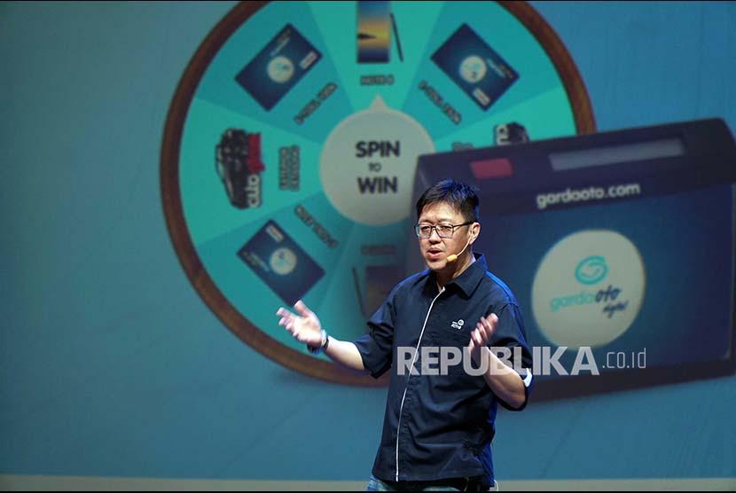 CEO Asuransi Astra, Rudy Chen mempresentasikan saluran layanan baru dengan nama Garda Oto Digital di Ciputra Artpreneur, Kuningan ,Jakarta, Selasa (10/10). Layanan ini bisa diunduh dan digunakan di ponsel