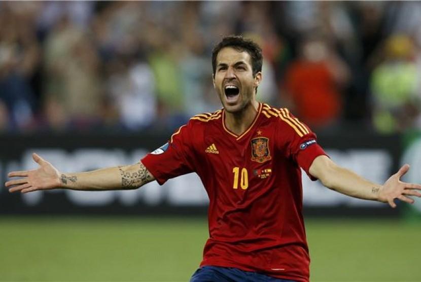 Cesc Fabregas, gelandang timnas Spanyol, berteriak meluapkan emosinya usai menjebol gawang Portugal dalam duel penalti di semifinal Piala Eropa 2012.