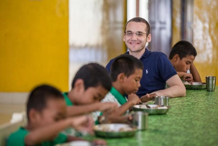 Bos Jualo.com Ajak Dermawan Berbagi Kepedulian untuk Anak Telantar