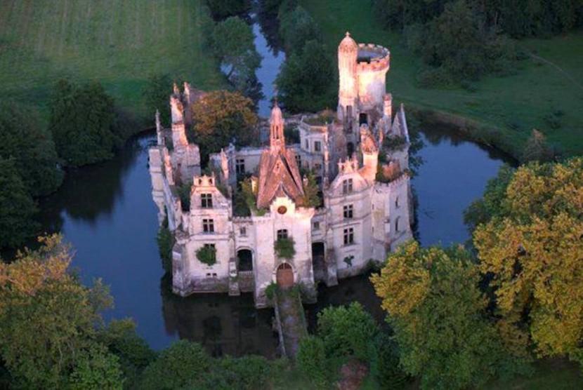 Chateau de laMothe-Chandenier.