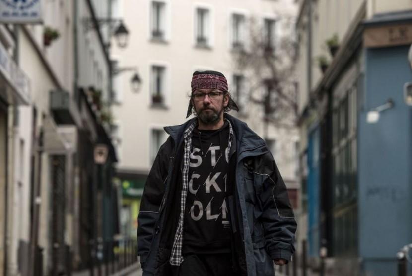 Pria Tunawisma Asal Paris Tenar di Twitter