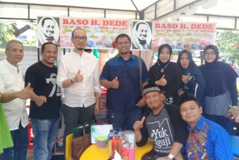 Coach OK OCE Farhan Agung Jaya mengunjungi JIC Halal Festival, Sabtu (25/11).