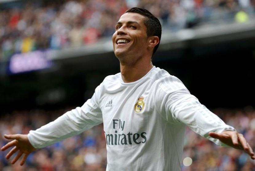 Ronaldo Diminta Bertahan Lebih Lama di Real Madrid