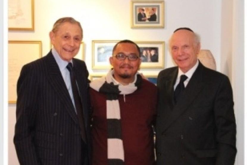 Dahnil Anzar Simanjuntak (tengah) berfoto bersama tokoh Yahudi AS