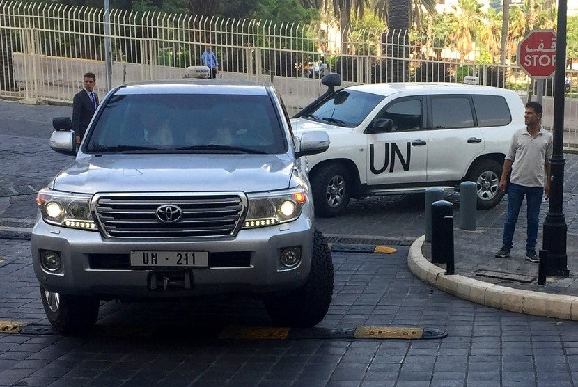Dalam file foto yang diambil pada 14 April 2018 tampak kendaraan PBB yang membawa tim Organisasi untuk Larangan Senjata Kimia (OPCW), tiba di hotel beberapa jam setelah AS, Prancis dan Inggris meluncurkan serangan terhadap fasilitas Suriah pascaserangan senjata kimia terhadap warga sipil, di Damaskus, Suriah. OPCW berusaha untuk menyelidiki dugaan penggunaan bom kimia di kota Douma, Suriah. Tetapi para ahli OPWC belum dapat mengunjungi tempat kejadian.