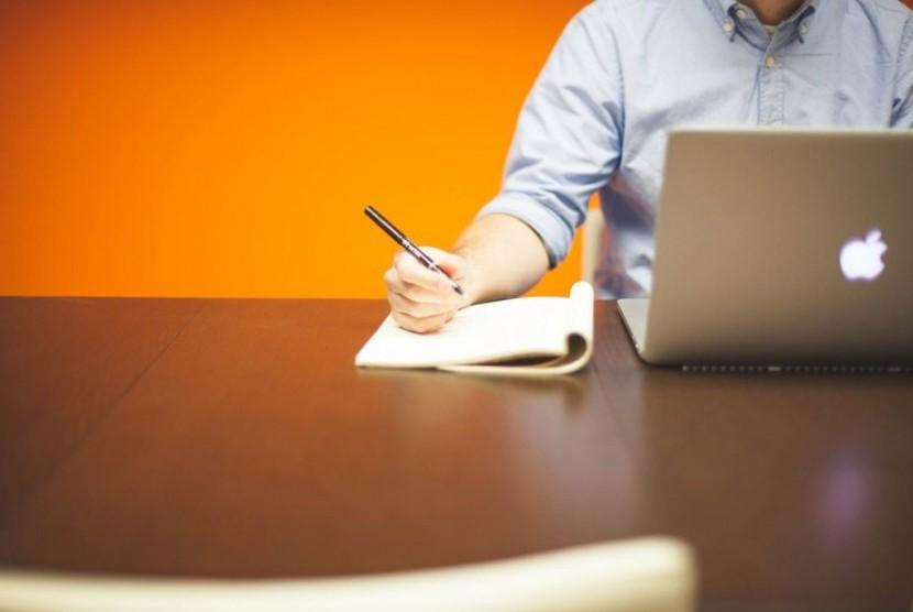 Dalam menekuni bisnis pewirausaha harus memiliki pola pikir yang sanggup membawa maju bisnisnya.