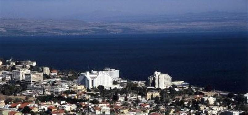 Danau dan Kota Tiberias.