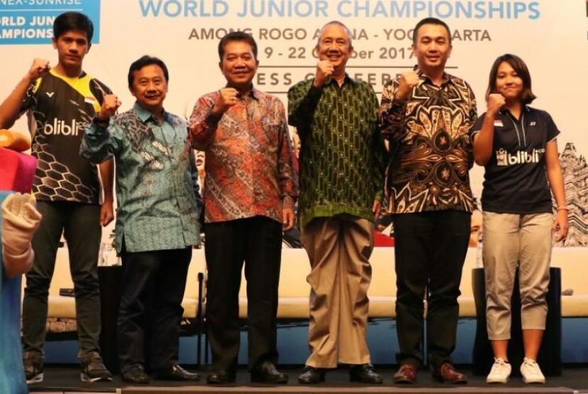 dari kiri:Yeremia Rambitan, Budi Darmawan, Achmad budiharto, Lutfi Hamid, Lay Ridwan dan Ribka Sugiarto.