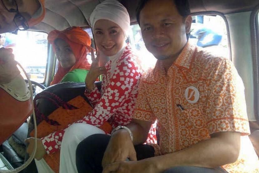 Deasy Ratnasari dan Bima Arya keliling kota Bogor dengan angkot wisata