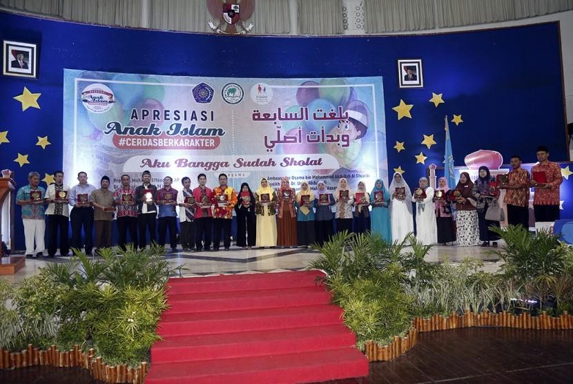 Delegasi peserta Festival Apresiasi Anak Islam berfoto bersama.