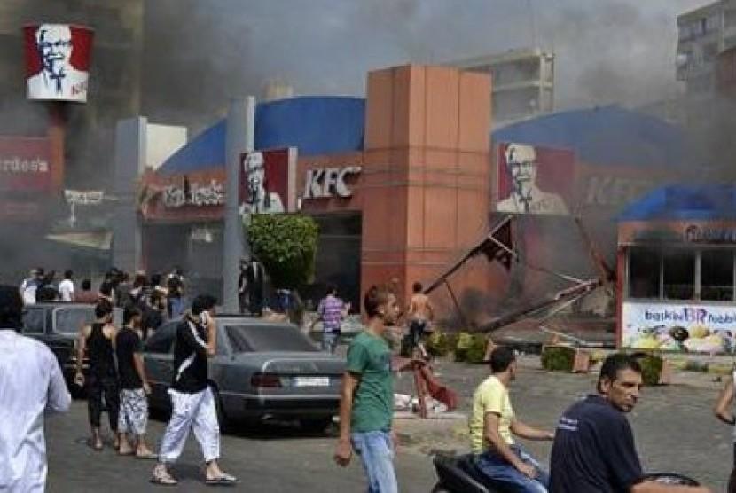 Demo film anti-Islam di Beirut, Libanon berakhir rusuh. Restoran KFC Dibakar massa dalam aksi protes tersebut.