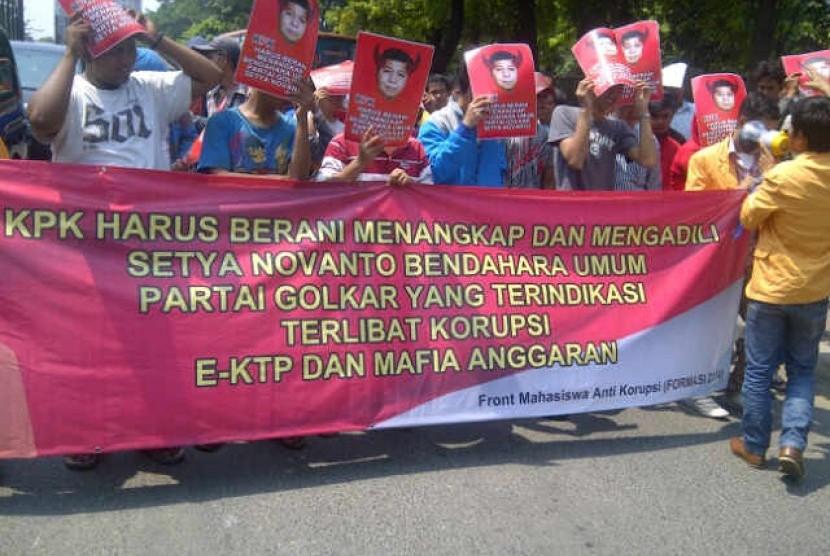 Demonstran di depan KPK