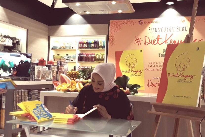 Tips Diet Sehat Ala Dewi Hughes, Hipnoterapi!
