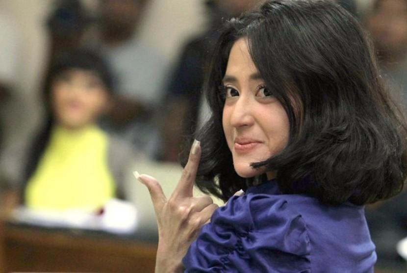 Polda Metro Periksa Dewi Perssik