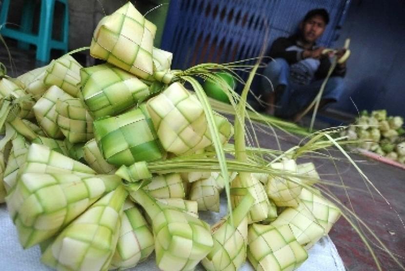 Di Indonesia, ketupat merupakan simbol penting.