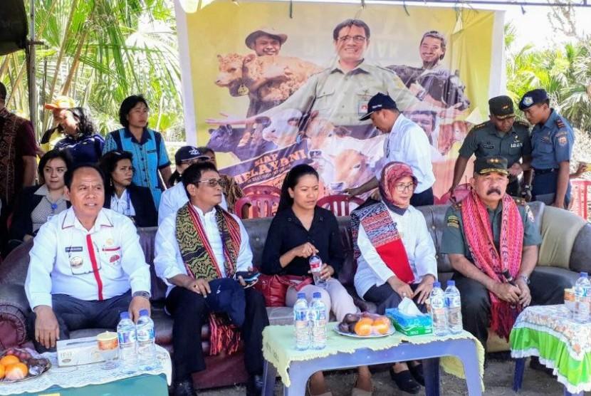 Direktorat Jenderal Peternakan dan Kesehatan Hewan (Ditjen PKH) melakukan kawin suntik atau Inseminasi Buatan (IB) pada sapi milik peternak di Kabupaten Malaka, NTT.
