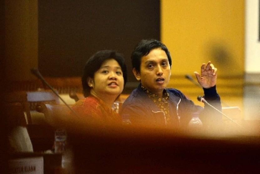 Poengky Indarti (kiri).