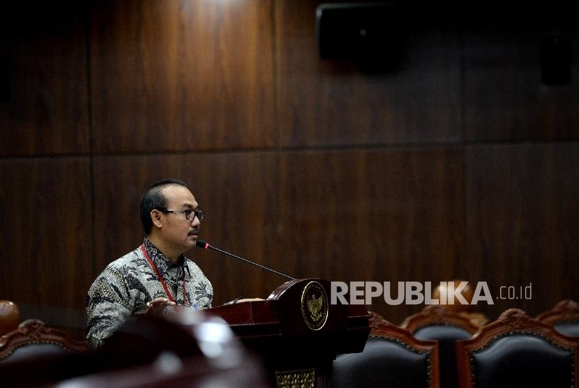 Direktur LPPOM MUI Lukmanul Hakim memberikan keterangan sebagai ahli pada sidang gugatan UU Jaminan Produk Halal (JPH) di Mahkamah Konstitusi, Jakarta, Kamis (20/7).