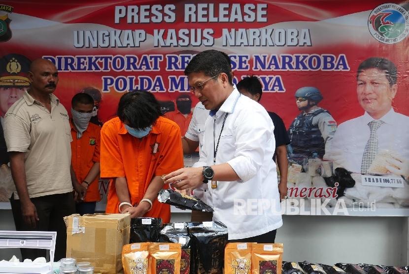 Director of Drug Detective of the Jakarta Metropolitan Police Senior Commissioner Nico Afinta (right)