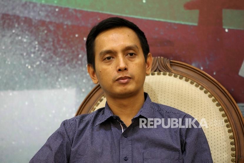 Direktur Program Imparsial Al Araf dalam sebuah diskusi di Kompleks Parlemen Senayan, Jakarta, Selasa (28/6).