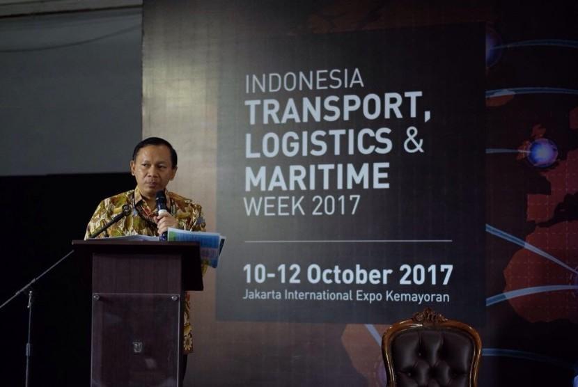 Direktur Teknis Kepabeanan Bea Cukai, Fadjar Donny Tjahyadi menyosialisasikan manfaat Authorized Economic Operator (AEO).