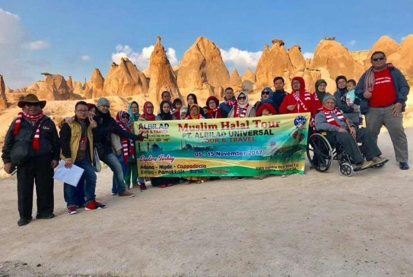 Direktur Utama Al Bilad Tour Jamaluddin Mahmud (paling kanan) memimpin rombongan Muslim Halal Tour Explore Turkey.
