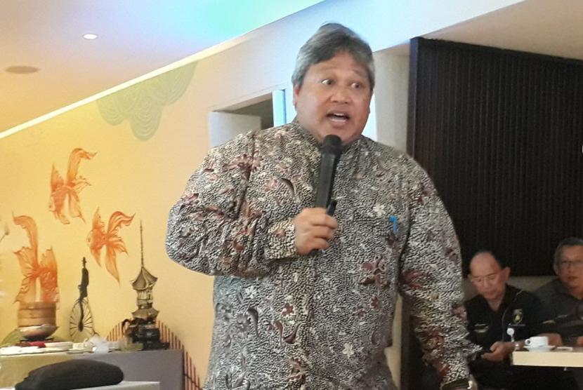 Direktur Utama Pertamina Hulu Indonesia (PHI) Bambang Manumayoso menjelaskan mengenai kesiapannya untuk menjaga produksi Blok Mahakam di kawasan Menteng, Jakarta, Kamis (9/11).