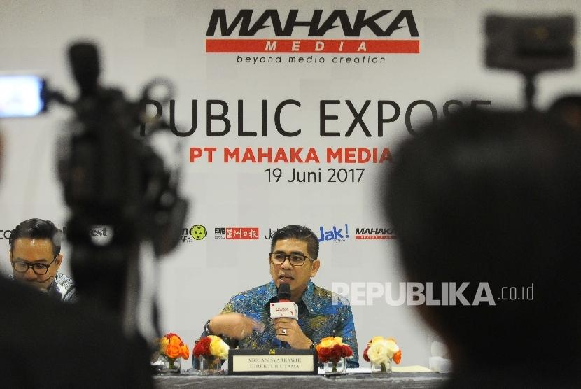 Direktur Utama PT Mahaka Media Tbk Adrian Sarkawie menyampaikan keterangan kepada wartawan seusai Rapat umum Pemegang Saham Tahunan (RUPST) PT Mahaka Media Tbk di Jakarta, Senin (19/6).