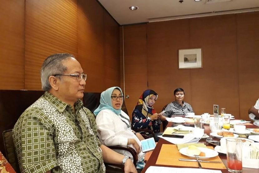 Direktur Utama PT Riset Perkebunan Nusantara (RPN) Teguh Wahyudi dan Deputi Bidang Koordinasi Pangan danPertanian Kemenko Perekonomian Muzdalifah menjelaskan  ajang konferensi  perkebunan WPLACE 2017 yang digelar 18-20 Oktober 2017, Senin (16/10).
