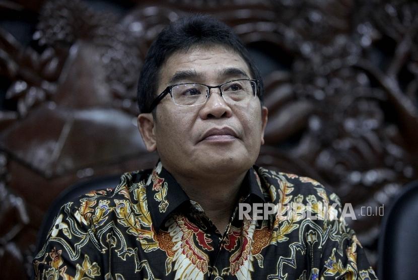 Direktur Utama Telkom Alex J. Sinaga memberikan keterangan pers terkait penanganan satelit Telkom1 di Kantor Kemenkominfo, Jakarta, Rabu (30/8).